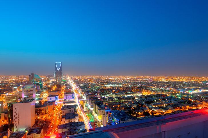Suudi Arabistan'ın bütçesi 49,2 milyar dolar açık verdi!