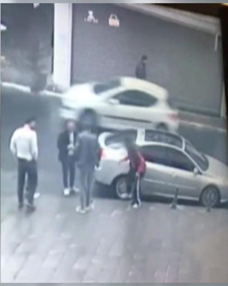 Şişli'de elektronik eşya çalan hırsızlar kamerada