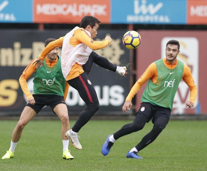 Galatasaray'da Serdar Aziz, Eren Derdiyok, Ozan Kabak ve Nagatomo takımla çalıştı