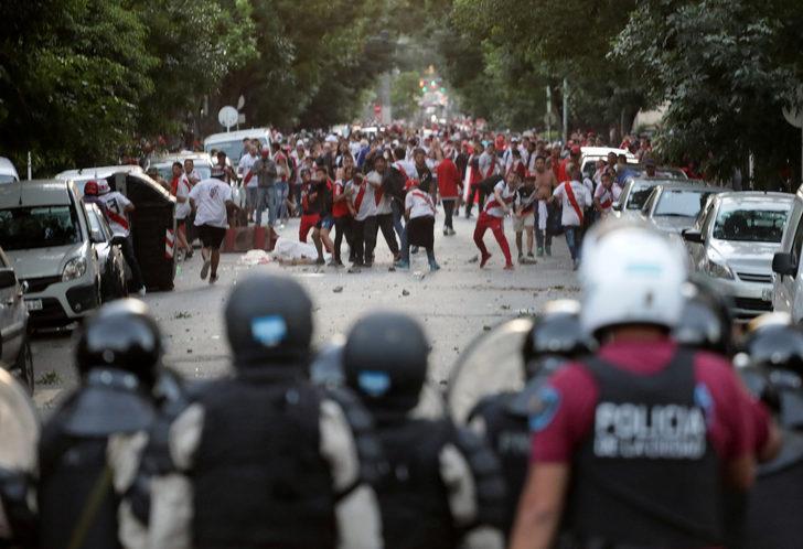 River Plate - Boca Juniors Libertadores finalinin rövanşı bir kez daha ertelendi!