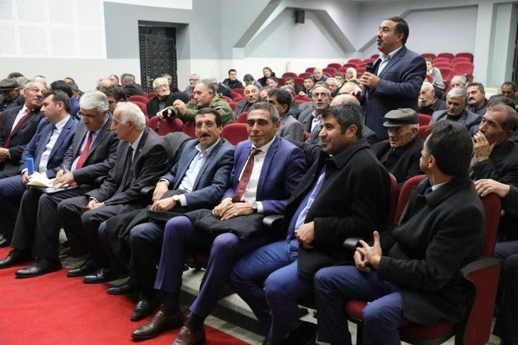 Vali Türker Öksüz, muhtarlarla buluştu