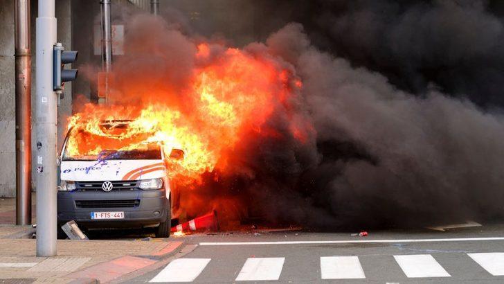 Fransa'daki 'Sarı yelekliler' protestosu Belçika'ya sıçradı: Brüksel'de 2 polis aracı ateşe verildi