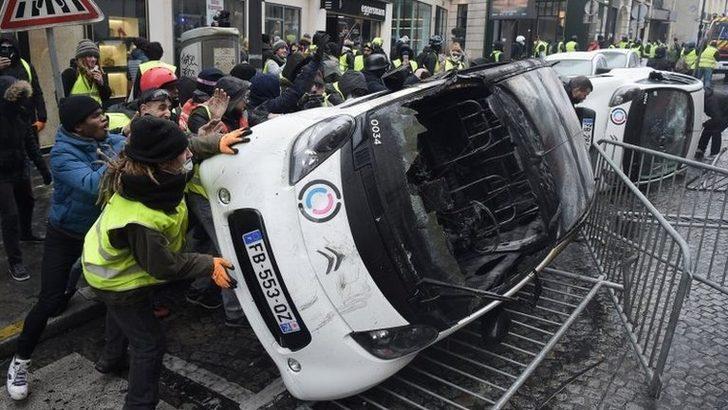 Paris'te Sarı Yelekliler gösterileri: Fransa OHAL ilan etmeyi düşünüyor