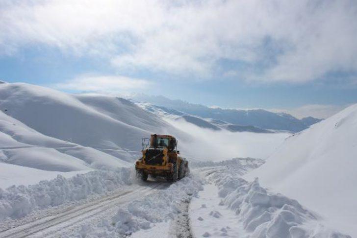 Yollar kapandı, kar kalınlığı 1 metre!