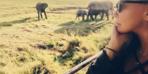 Yonca Evcimik hayatta en çok istediği şeyi Kenya'da yaptı