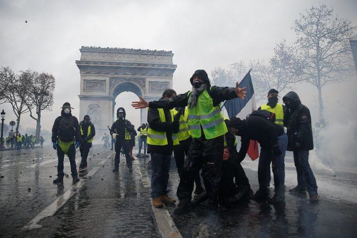 Fransa'daki Sarı Yelekliler protestosu nedeniyle PSG - Montpellier maçını ertelendi