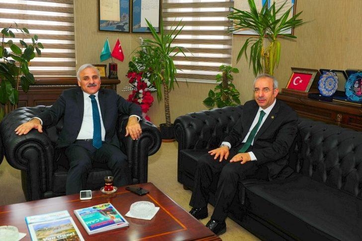 Vali Zorluoğlu'ndan Rektör Battal'a veda ziyareti