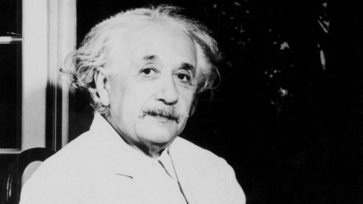 """Einstein'ın """"Tanrı mektubu"""" 2,9 milyon dolara satıldı"""