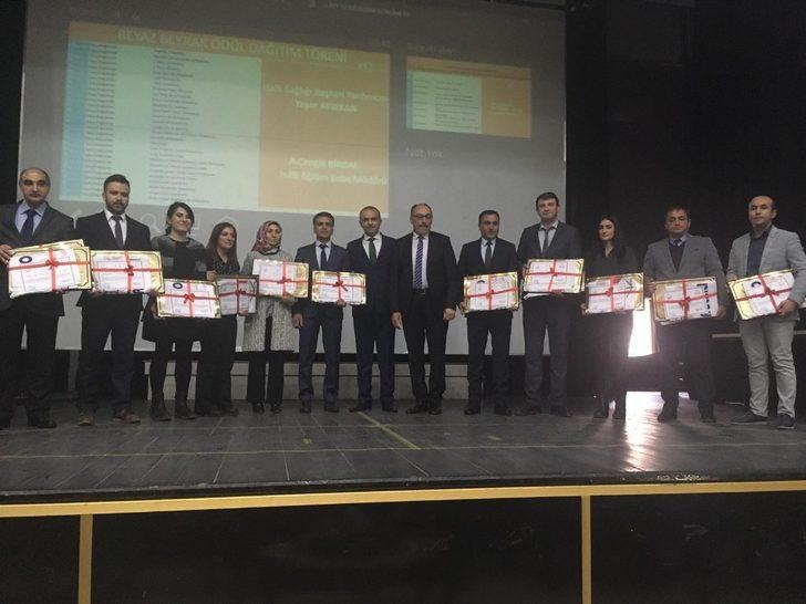 Kağızman'da 28 okula 'Beyaz Bayrak' ödülü