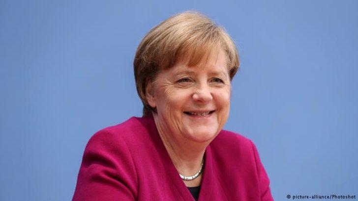 """Merkel sekizinci kez """"en güçlü"""" seçildi"""