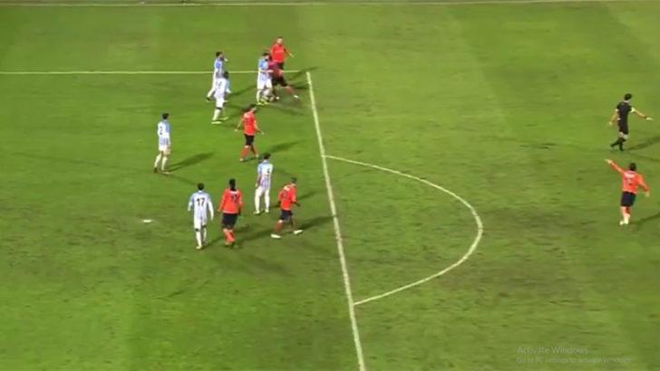 Adana Demirspor-Başakşehir maçında saha karıştı!