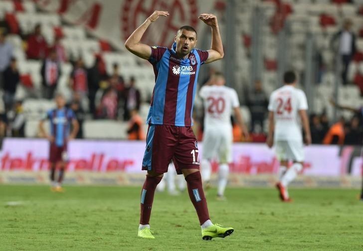 Burak Yılmaz'ın Beşiktaş'a yakın olduğu iddia edildi