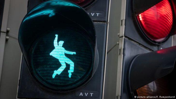"""Elvis Presley """"trafik ışığı"""" oldu"""
