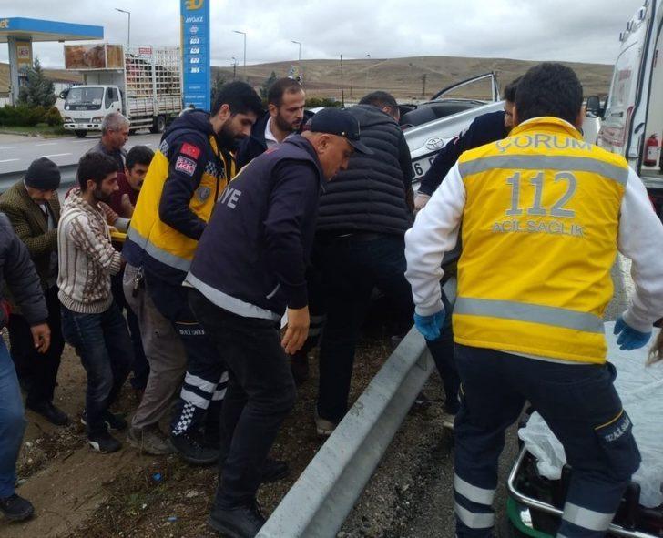 Bariyerlere çarpan otomobil takla attı: 4 yaralı