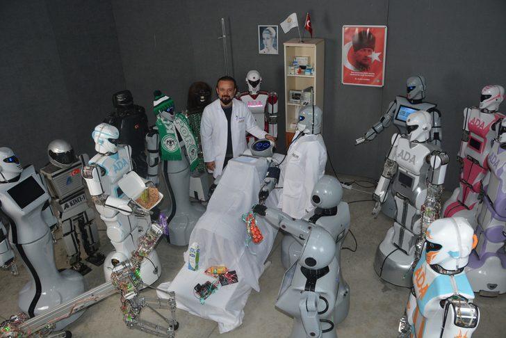 İnsansı robot 'Mini Ada'ya robot arkadaşlarından hasta ziyareti