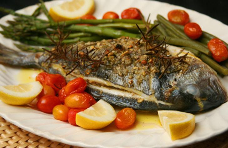 Koku Sorunu Yaşamadan Enfes Balık Yapabilirsiniz: Fırında Balık Tarifi