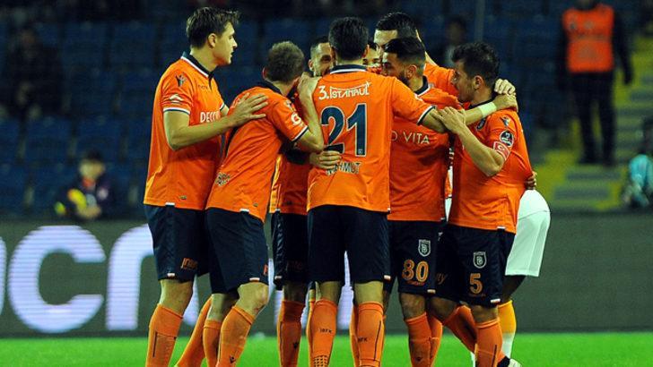 Başakşehir 3 sezondur devreleri lider kapatıyor