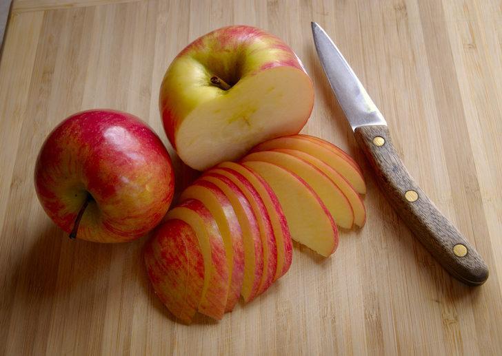Tahta saplı bıçaklara dikkat