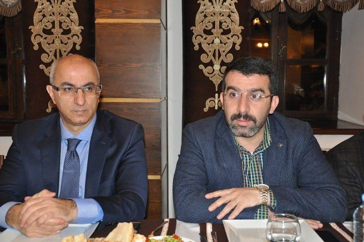 AK Parti Kars yönetimi ve belediye başkan adayı basınla buluştu