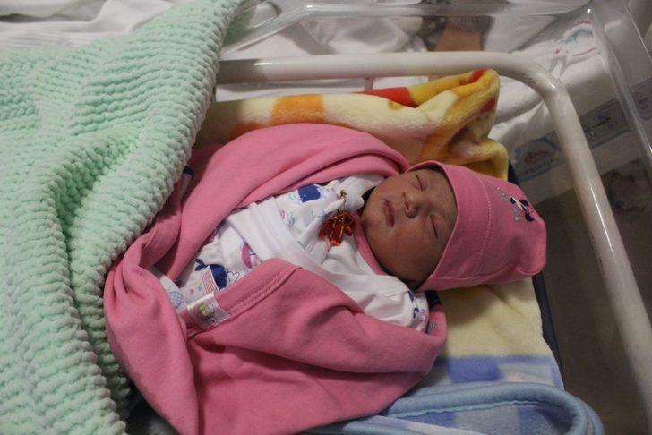 Çorum'da yılın ilk bebeği Asel bebek oldu