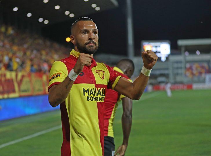 Aatıf'ın da artık sürekli forma giyeceği bir takıma gitmeyi düşündüğü ve transferin büyük ölçüde sonuçlanacağı ifade edildi.