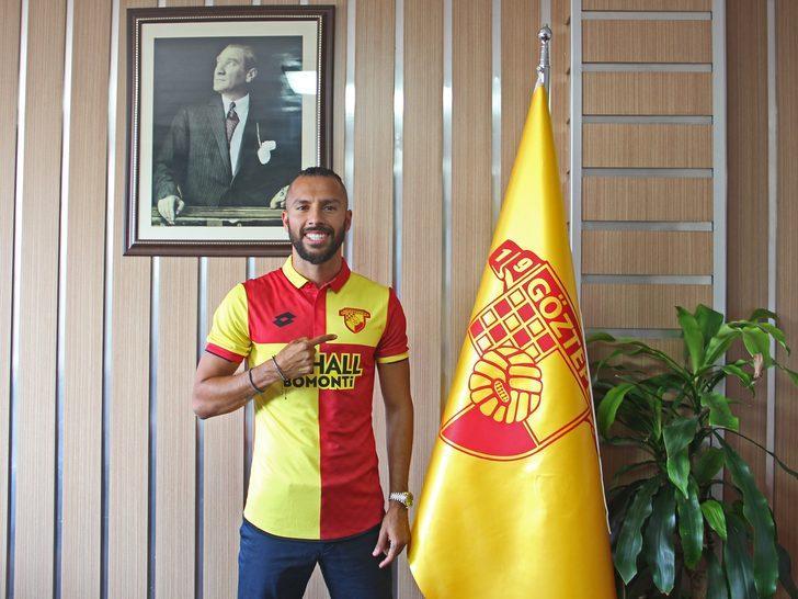 Sivasspor'da 2013-14'te attığı 17 golle krallık tacını takan Faslı, 2016-17'de Fenerbahçe'ye transfer oldu.