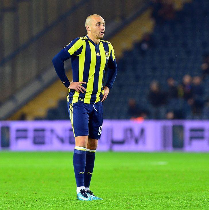 PSV Eindhoven'den Aziz Behich, Udinese'den Ali Adnan ve Celtic'ten Emilio Izaguirre'yi listesine alan Göztepe'nin Ali Adnan ismi üzerinde karar verdiği belirtildi.