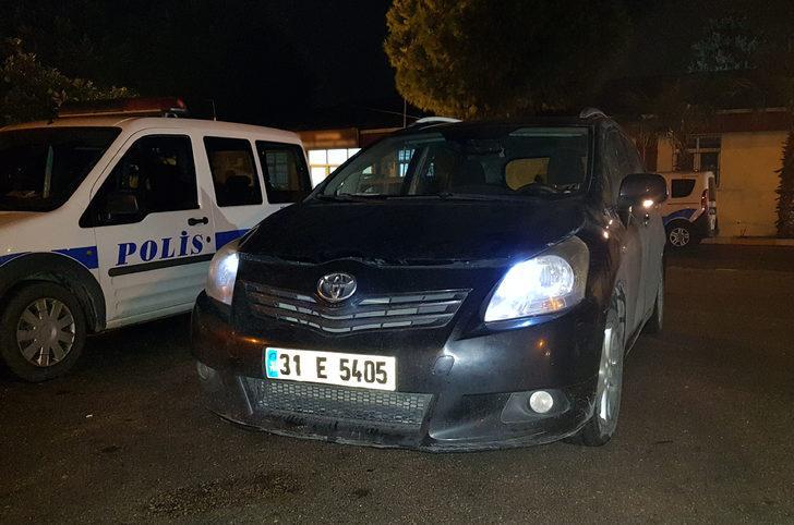 Kaçak göçmenler, çalıntı otomobille kaçmaya çalıştı: 4 gözaltı