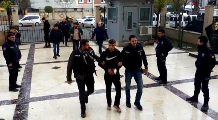 Arkadaşını kalbinden bıçaklayarak öldüren genç tutuklandı