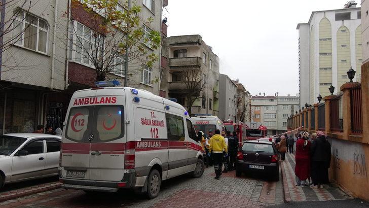 Sultangazi'de yangında mahsur kalan anne ve çocukları itfaiye kurtardı