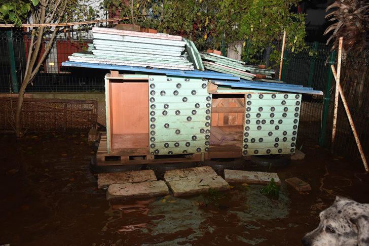 Antalya'da evleri su bastı