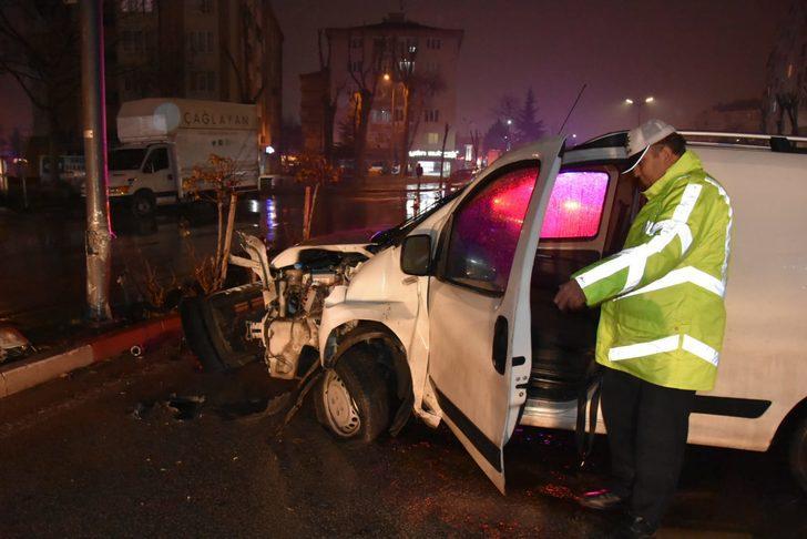 Kazada yaralanan sürücü, araçtaki etlerini düşündü