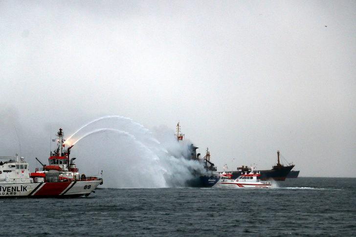 Pendik açıklarındaki yük gemisi yanıyor (3)