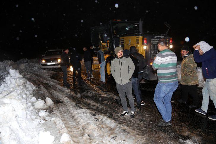 Mersin'de karda mahsur kalan 8 kişi kurtarıldı