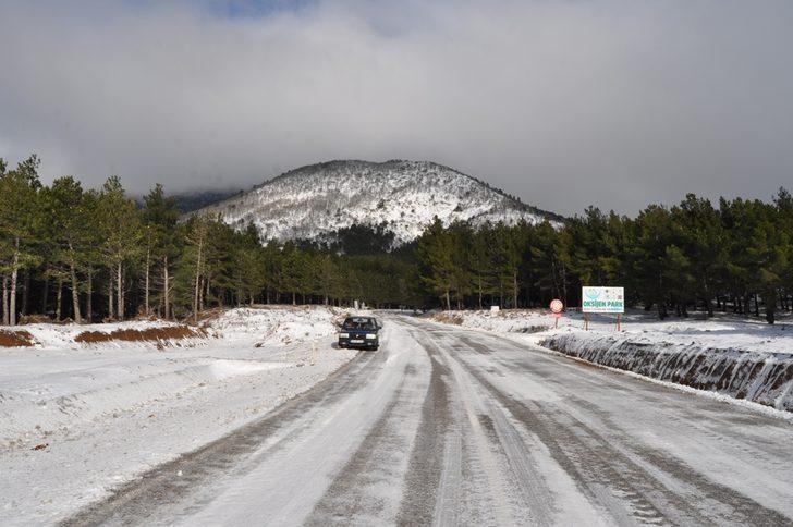 Edremit-Yenice karayolunda ulaşım güçlükle sağlanıyor