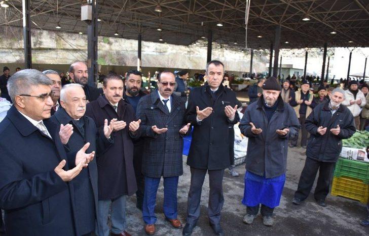 Vali Gürel, Cuma Pazarı Esnafının Bereket Duasına katıldı.