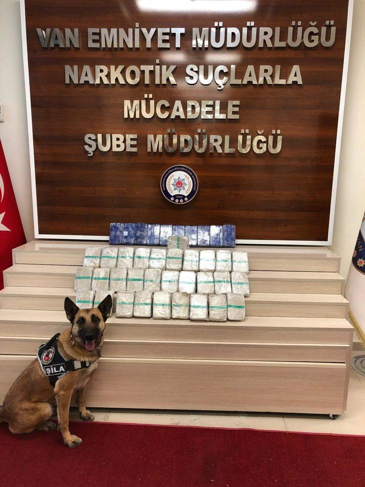 Araçta 'Şila' ile yapılan aramada, 21 kilo eroin ele geçirildi