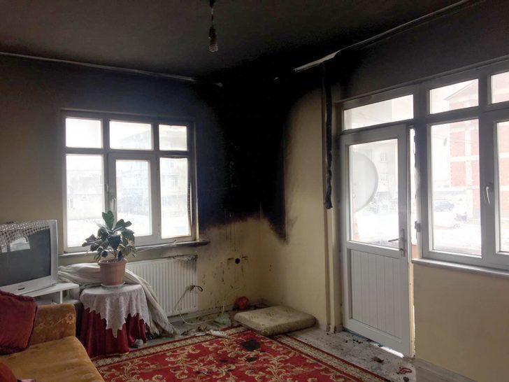 Evde çıkan yangında ikizler yaralandı