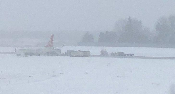THY uçağı Lviv'de pistten çıktı!