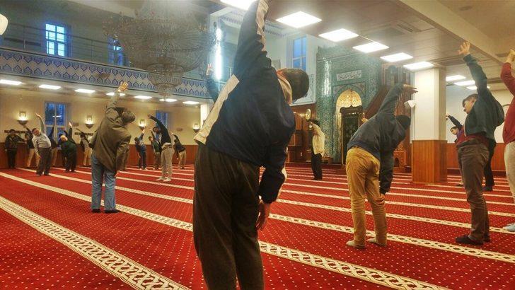 İskenderun'da tartışma yaratan görüntü: Camide jimnastik yaptılar!