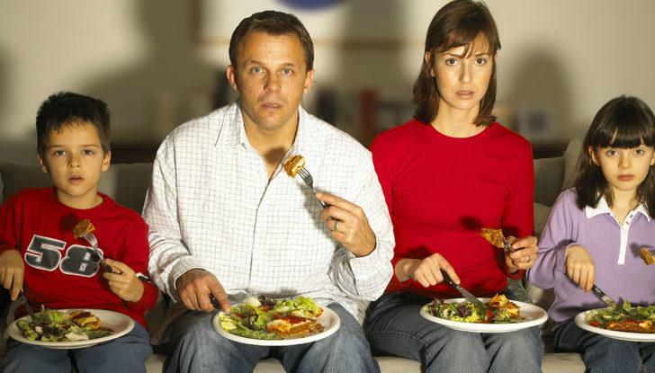 Yemek yerken neden televizyon izlememelisiniz?