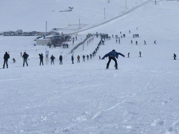 Çaldıran'da kayak sezonu açıldı