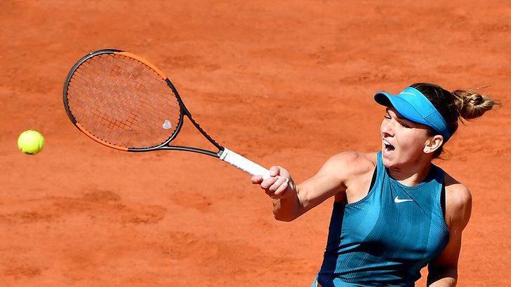 Simona Halep kortlara mağlubiyetle döndü