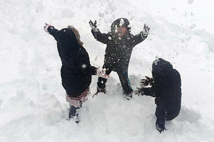 Çatak'ta eğitime kar engeli