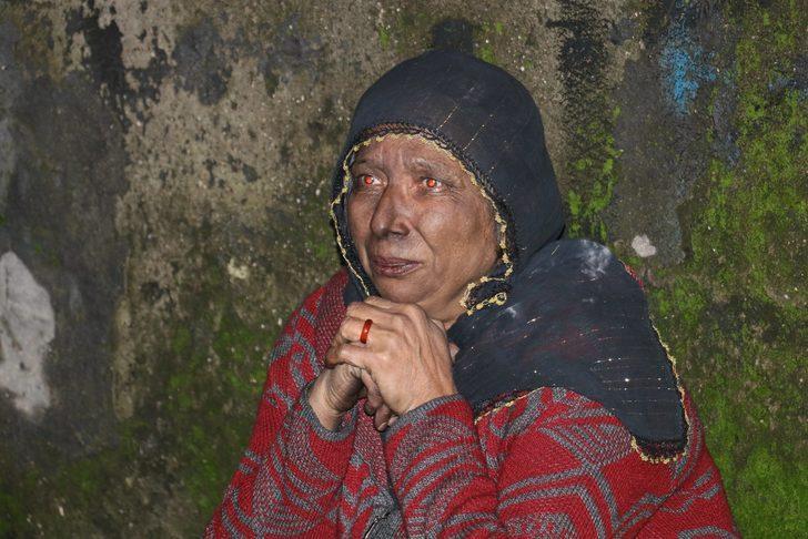 Yaşlı Kadın, Evinin Yanışını Gözyaşları İçerisinde İzledi ile ilgili görsel sonucu