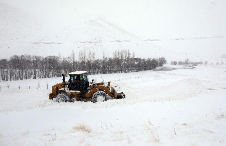 Van'da 373 yerleşim yerinin yolu kapandı