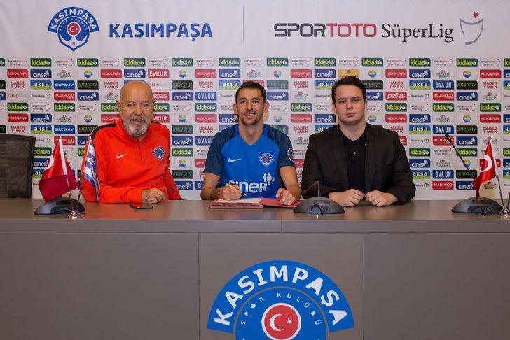 Kasımpaşa'da Loret Sadiku ile Olivier Veigneau'nun sözleşmeleri uzatıldı