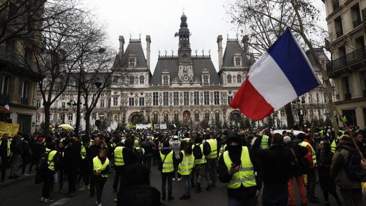 Fransızlar En Çok Orduya En Az Politikacılara Güveniyor