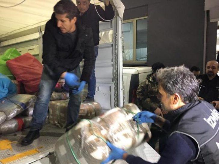 İzmir'de 1 ton skunk ele geçirilen operasyonda gözaltı sayısı 17'ye çıktı