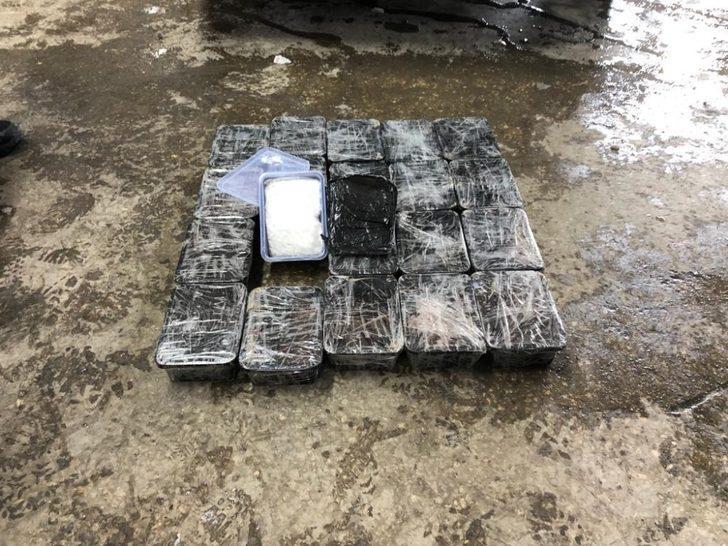 Van'da bir otomobilde 11 kilo metamfetamin ele geçirildi